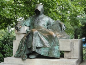The statue of Anonymous in the park