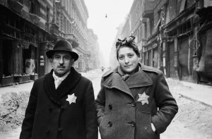 Hungarian couple wearing the yellow star